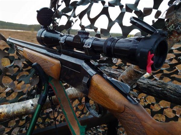 Unser Gewehr für die Hühnerjagd eine Tikka im Kaliber 222 und 12er Schrot.